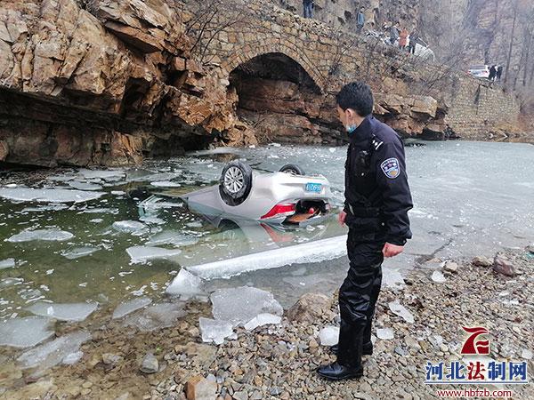 兴隆民警跳入冰冷河水救援举动令人感动